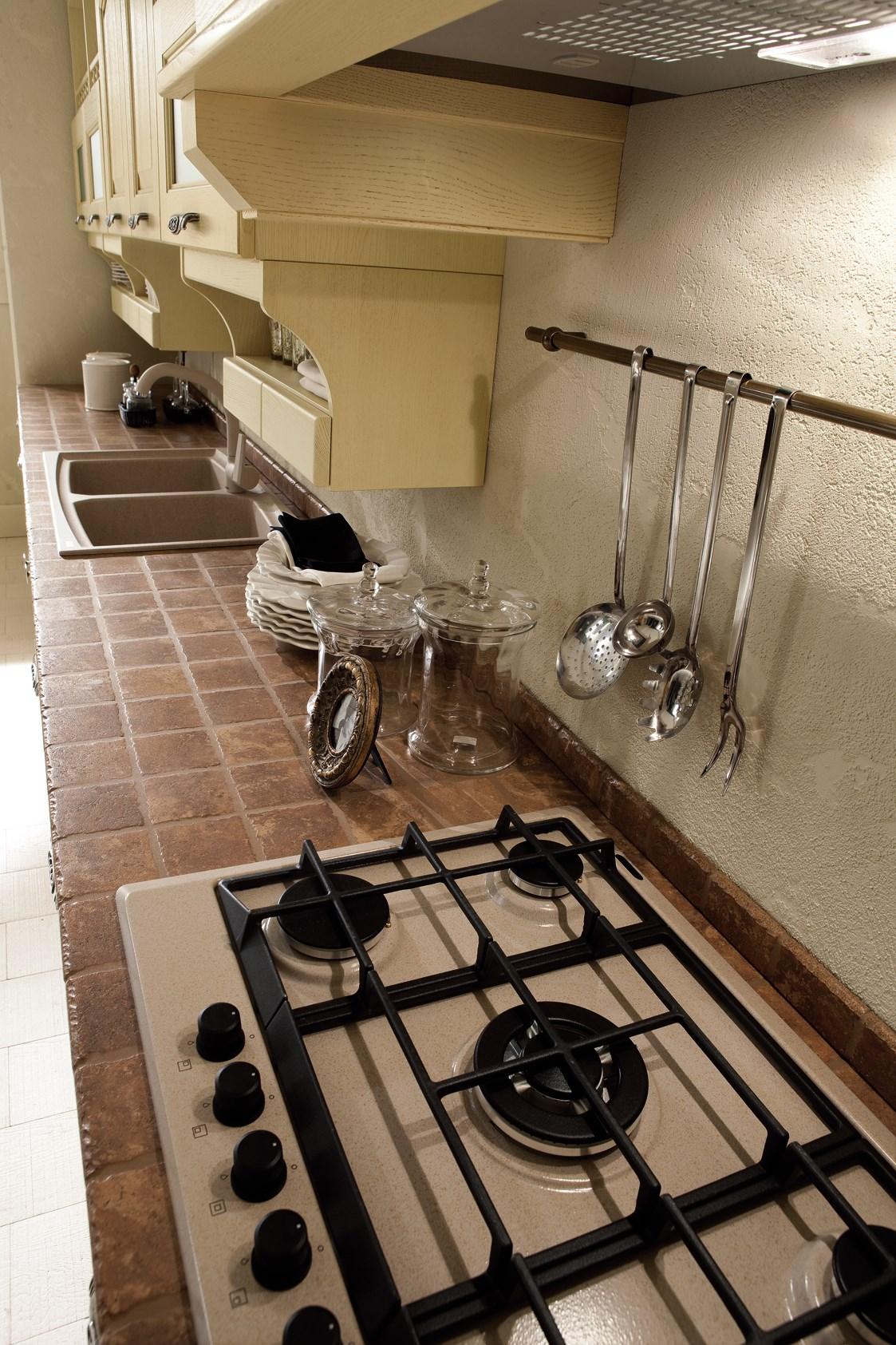 Piani da lavoro e superfici piastrellate per cucina
